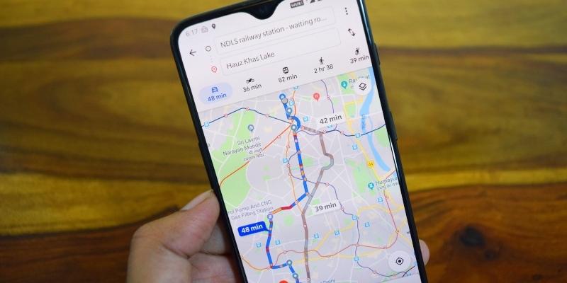 Google Maps lancia l'interfaccia e la nuova voce